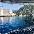 モンテネグロのGospa od S krpjela。岸から5ユーロの船で小島に渡って1.5ユーロで拝観できるこの建物の中身は教会。