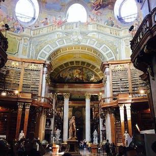 Austria, Vienna  ウィーンの王宮にある、オーストリア国立図書館の大広間(プルンクザール)
