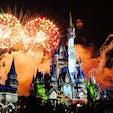 ディズニーワールド・マジックキングダム。シンデレラ城のプロジェクションマッピングと花火が感動的🎇