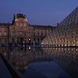 2018.10.7 ルーブル美術館(フランス) 日の入直後で人も少なくて最高でした。 ここは特に記念撮影の押売りやスリに気をつけて下さい。パリの街中に居る街頭アンケートも反応しちゃダメですよ。