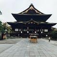 朝、散歩がてら善光寺に行ってきました 7時なのに結構な観光客でした