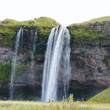 アイスランドの巨大な滝!