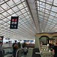 ミュンヘンに行く途中でトランスファーで寄った、パリシャルル・ド・ゴール空港内です。  行きも帰りも寄ったのですが、時間の関係上あまりゆっくりしている暇がありませんでしたが、また立ち寄った際にはゆっくり探検とかお酒とか楽しみたいです❤