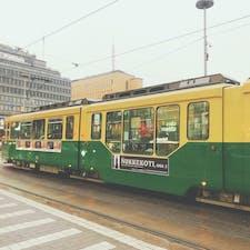街中を走っているトラム🚃 #フィンランド #ヘルシンキ #トラム