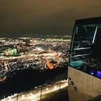《皿倉山/福岡県》 新三大夜景になった皿倉山からの夜景🌟 ロープウェイみたいな乗り物が2段階あり、写真のものは頂上まで行く2個目のもの。 5分で8合目くらいまで行き、 その後3分かけて頂上まで行く。 夜景の先には博多湾も一望できました🙌
