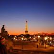 [2014/12] パリ、エッフェル塔。 もう4年も前に撮った写真ですが、見るたびに三谷幸喜の『ザ・マジックアワー』のセリフにそれっぽいの有ったな〜なんて頭の片隅にあったので、今回amazon prime videoから当該箇所のセリフ抜粋してみました。 「...。太陽が消えてから、周囲が暗くなるまでの僅かな時間。それがマジックアワーだ。 昼と夜の間。世の中が一番綺麗に見える瞬間。その瞬間にキャメラをまわすとだな、幻想的な淡〜い色に包まれた良い絵が撮れる。」 佐藤浩市さん、あなたの言葉は本当だった。