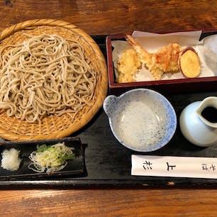 おいしいお蕎麦が食べたくなって、吉祥寺の老舗「上杉」さんへ。天盛りは980円ぐらいだったかな。  #吉祥寺 #蕎麦 #東京 #ランチ