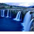 [2018/12] 大分県、原尻の滝。 「日本の滝100選」に選ばれている名瀑です。「田園地帯に突如出現する」珍しい滝としても有名ですが、事実何にもないところからボコッと一段下がって滝が現れます。  ところで、こちら「日本のナイアガラ」とも呼ばれているらしいのですが、海外の絶景に例えてアピールするのはやめた方がいいかと...。せっかくの絶景が、逆にしょぼくなってしまいます。
