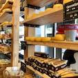cheese company アムステルダムの至る所にあった。 種類いっぱいで試食もさせてくれた😳