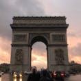 夕焼けの凱旋門☀️ ここからシャンゼリゼ通りを歩きました!凄い人でした!