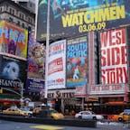 おお、なんと10年前。N.Y.タイムズスクエアの近くだと思われる。日本より気温は低いけど、湿度が少ないので体感はいくらかマシ。