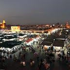 2019.1/21 モロッコ マラケシュ ジャマエルフナ広場の夜景。昼も夜も人がたーくさんでした。