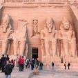 エジプト🇪🇬アスワン。アブシンベル神殿。今から3300年前、人の力だけで作られた神殿です。信じられない。 この写真は日の出直後に撮ったのですが、ちょっとピンクがかってます。