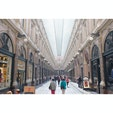 ベルギー🇧🇪 ブリュッセル   ヨーロッパ最古のアーケードの1つ ギャルリーサンチュベール。  約200mの間に約60店舗あり、 その内ショコラティエは10店舗! 好みのチョコレートを探すのも楽しい時間。  オープンテラスで休憩するのもオススメです◎  #アーチ型のガラス天井 #1847年完成