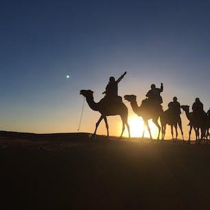 モロッコ サハラ砂漠の夜明け