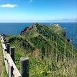 神威岬。この連なる稜線に沿って、大海原を望みながら歩くことが可能。