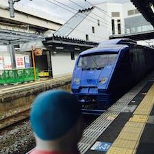 特急ソニック 黒崎駅 かっこいい青色です。オシャレな車体。 黒崎駅は小倉に次ぐ北九州の二番目の繁華街。夜も来てみたいな。