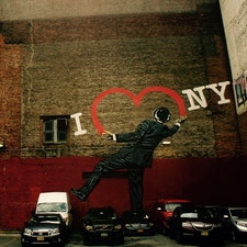 New York/Chelsea 17th Street and 6th Ave  ニューヨークのチェルシー地区の駐車場の壁に描かれたアート。イギリス出身のストリートアーティスト、ニック・ウォーカーの作品。