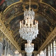 ベルサイユ宮殿の鏡の間です。 写真やテレビでよく見ますが、実際に見ると圧巻です。 素晴らしいの一言です。