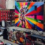New York/Chelsea  ニューヨーク・チェルシー地区の壁画は、サンパウロ出身のWall ArtistのEduardo Kobraの作品♪