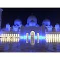 外観も内装もとにかく豪華! UAEの財力を見せつけられます。 21世紀に、こんな大きな宗教施設を作る国って、本当に凄い。