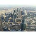 世界一高い、ドバイのブルジュハリファ から見た景色。ただし124階から。 上の展望台に行くには1万近くする💦   高層ビルが増えたら、もっと見応えある景色になりそう。 ビル群の少しはずれにはもう砂漠が広がってて、なかなか他の国には無い光景。