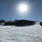 湯の丸スキー場  長野県東御市のスキー場です。なだらかなコースから上級者コースまでたくさんあって、初心者の方でも滑りやすいです。 水曜日はレディースデイで1日リフト券が半額で女性に優しい☺ 関東から来る方たちは大抵長野県ってゆうと軽井沢、妙高、白馬当たりに行くので、穴場スキー場です。