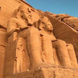 エジプト。アブシンベル神殿。