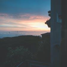 朝焼けに染まるサンフランシスコ 中央に聳えるのがSalesforce社の世界本社 サンフランシスコの風景を変えてしまった